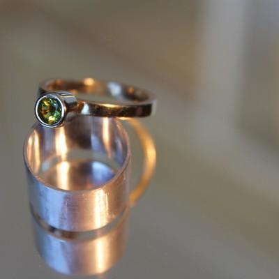 geelgouden ring met peridoot