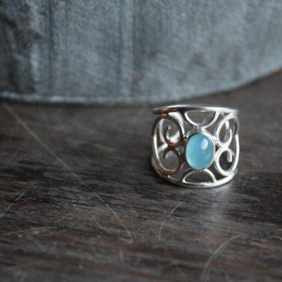 opengewerkte ring met aquamarijn